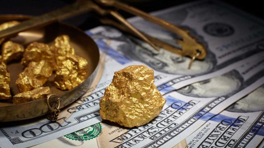 Почему цена на золото так сильно упала? И что будет с металлом дальше?